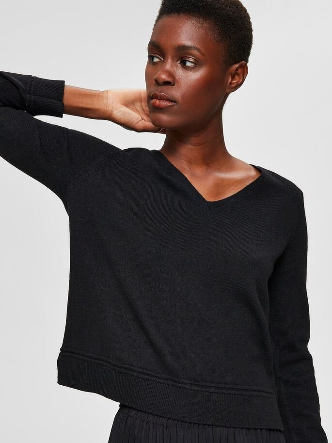 Finka cashmere LS knit V